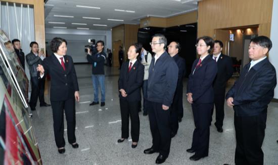 最高人民法院院长周强在武汉法院调研指导工...